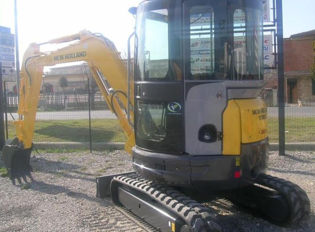 new_holland_e_30_r_02.jpg